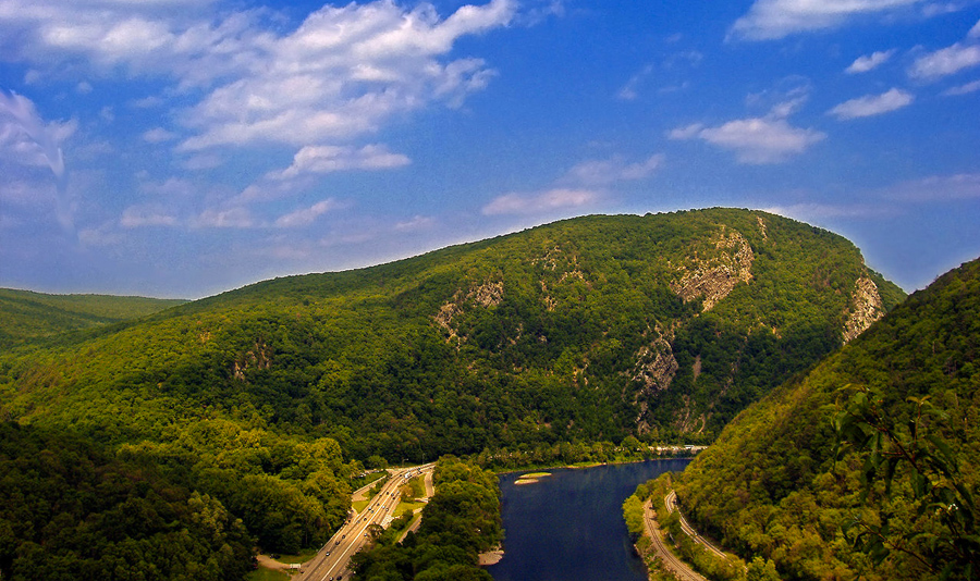 New Jersey shares the Delaware Water Gap with neighboring Pennsylvania